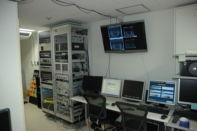 Dual-fMRI用EMR制御室